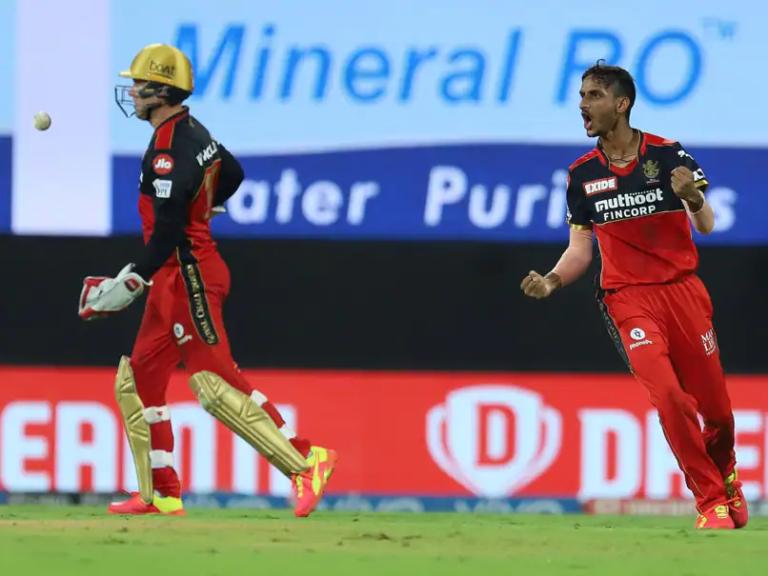 Kohli's Bangalore beat Hyderabad to top IPL table
